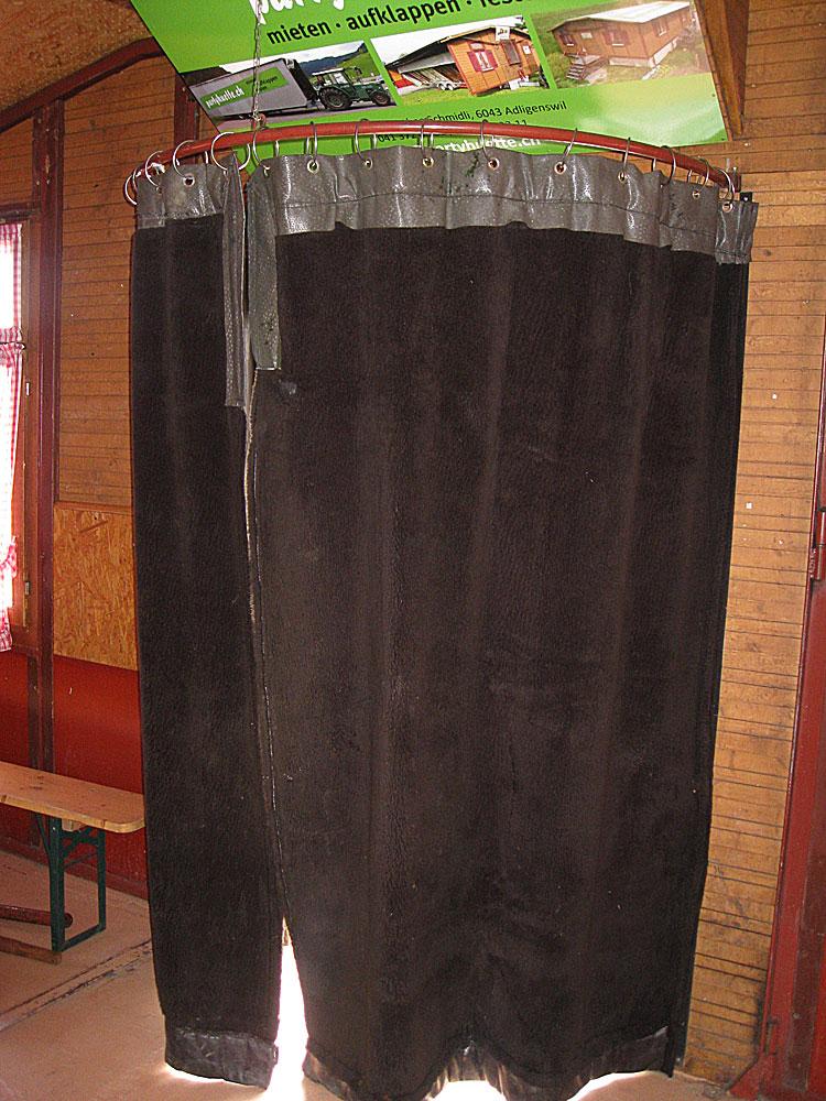 Türvorhang (Windfang) beim Haupteingang