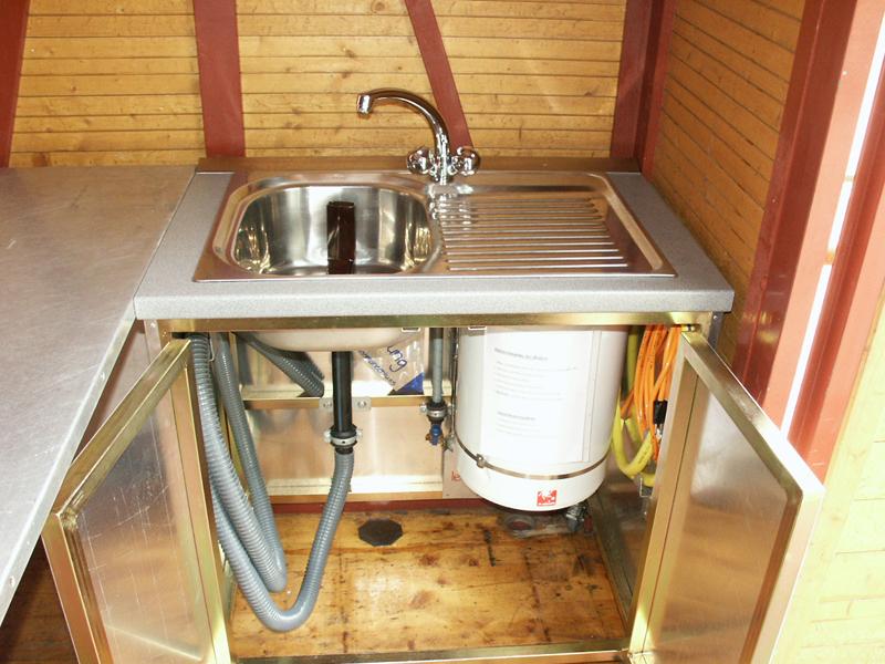 Mobiles Abwaschbecken mit Ablage und 30l Heisswasserboiler