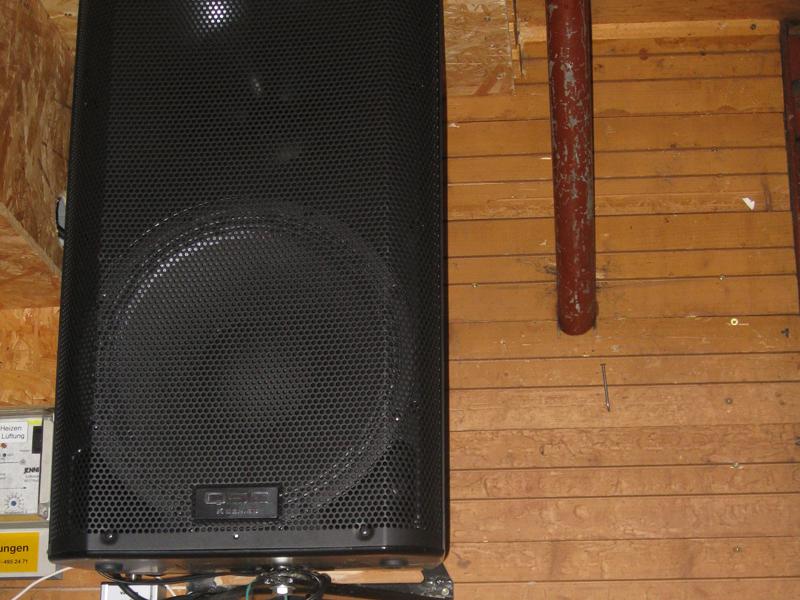 zwei 1000 W Leistungsstarke Aktiv-Boxen (mit Verstärker), Line-Anschluss mit 3.5mm Klinkenstecker (z.B. iPhone oder Notebook) für guten Sound