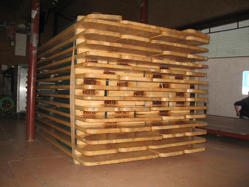 15 Tischgarnituren (8 Pers/Tisch)  0.60m x 2.20m Tische