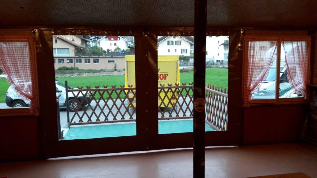 Terrassenvorhang geschlossen
